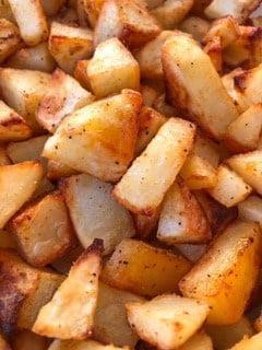 Crispy oven roasted potatoes with seasoning