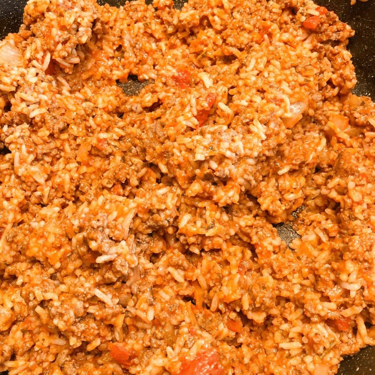 Mix marinara sauce with ground beef and rice